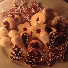 glutenfree Christmas treats gingerbread peanutbutter cookies linecke cocoballs homemade homefusion czech tradition Lactose Free Diet, Peanut Butter Cookies, Christmas Treats, Gingerbread Cookies, Glutenfree, Goodies, Homemade, Baking, Instagram Posts