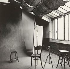 1950: Irving Penn photographed his studio in Paris.