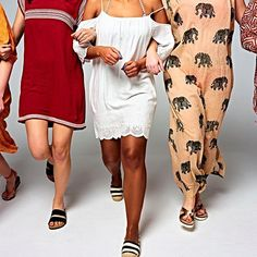 Mama strandjurkjes. Gooi 'm over je bikini en je kunt rechtstreeks naar het terras.  Fotografie Mark Groeneveld   Styling Jasmijn Braber   Visagie Marja Hermes voor Pupa  #kekmamamagazine #kekmama #strandjurken #mode #fashion #inspiratie #kekmama7