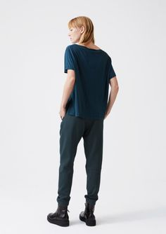 T-sihrt: One tee, sea green  Trouser: Krissy trouser, green dot  Shoes: Flow boot
