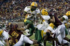 NDSU Bison football. Sam Ojuri scoring a TD against the Minnesota Gophers.