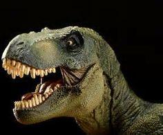 Dinozor,   Yunancada korkunç kertenkele anlamına gelen iki sözcüğün birleştirilmesinden oluşturulmuştur. Bunun nedeni, geçmişte bilim adamlarının dinozorları bir cins kertenkele sanmalarıdır.