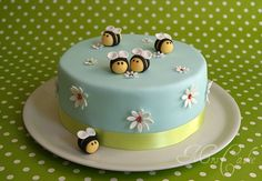 Sarah's cakes and cupcakes: flowers and bees for their birthday Sarah's cakes and cupcakes: flowers and bees for their birthday Sarahs Torten und Cupcakes: Blumen und Bienen zum Geburtstag 51 Source by Beautiful Cakes, Amazing Cakes, Fondant Cakes, Cupcake Cakes, Pasta Cake, Torte Cake, Sweets Cake, First Birthday Cakes, 2nd Birthday