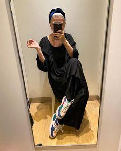 Уроки стиля от 57-летней парижской журналистки: Sophie Fontanel и ее инстаграм – Woman Delice Style Icons, Street Style, Womens Fashion, Instagram, Outfits, Black, Hair, Sun, Suits