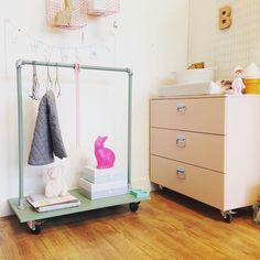 Kennen jullie @bedhuisje al? Een super leuk kindermeubel merkje, met speelse meubels die je op meerdere manieren kan gebruiken!! #kidsroom #babykamer #accessoires #kidsroominspiration #pink #green #rabbit