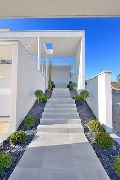 Bilderesultat for modern white stone and concrete steps Landscape Steps, House Landscape, Landscape Design, House Front, My House, Front House Landscaping, Front Porch Steps, Escalier Design, Modern Deck