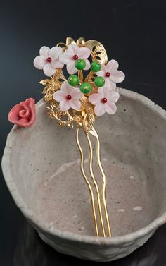 Korean hairpin by Naschenka Korean Traditional Clothes, Traditional Fashion, Traditional Chinese, Korean Hanbok, Korean Dress, Korean Accessories, Hair Accessories, Asian Hair Pin, Asian Hair Ornaments