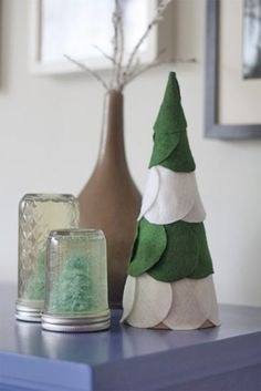 Easy Felt Christmas Tree Mantel Decoration - Holiday Craft Project