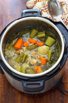 How to Make Instant Pot Chicken Stock Pressure Cooker Recipes Beef, Digital Pressure Cooker, Best Electric Pressure Cooker, Slow Cooker Pressure Cooker, Pressure Cooking, How To Cook Chicken, Homemade Chicken Stock, Everyday Food