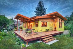Helle und moderne luxuriöse 800sf Tiny Home fängt unser Auge in Oregon