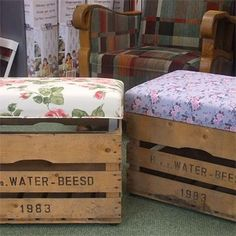 Cool old crate+nice fabric=pouf! Recycled Furniture, Diy Furniture, Pallet Crates, Diy Inspiration, Creation Deco, Outdoor Garden Furniture, Home And Deco, Wood Boxes, Diy Home Decor