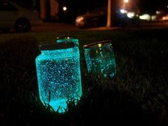 DIY Glossy Jar: more options for glow stick innards : ) Glow Stick Jars, Glow Sticks, Glow Jars, Diy Home Crafts, Fun Crafts, Crafts For Kids, Fairy Jars, Diy Pins, Diy Interior