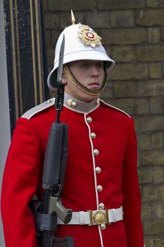 British Army Uniform, British Uniforms, Military Units, Military History, Military Uniforms, Army Dress Uniform, Pith Helmet, British Armed Forces, Military Fashion