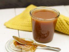 Karamelsaus maken Caramel Bonbons, Marshmallows, Mousse, Xmas Dinner, Food Humor, High Tea, Food Design, Tasty Dishes, Sauce Recipes