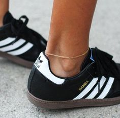 Shop our adidas Samba collection, the soccer-inspired sneaker that's a style icon. See all styles and colors for men and women in the official adidas online store. Adidas Samba, Looks Style, Looks Cool, Nike Free Run, Mode Shoes, Sports Luxe, Mode Inspiration, Mode Style, Adidas Shoes