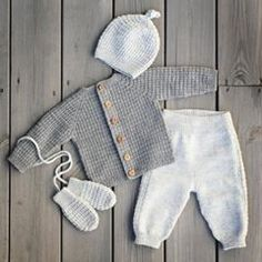 Bilderesultater for klompe lompe hentesett Marie Claire, Cardigan Bebe, Baby Cardigan, Knit Baby Pants, Knit Baby Sweaters, Knitted Baby Clothes, Toddler Fashion, Kids Fashion, Tricot Baby
