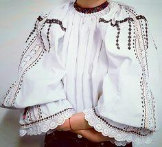 #transilvania #Cămașăpentrudumineci Gabriel Boriceanu Folk Embroidery, Rupaul, Gabriel, Bell Sleeve Top, Costumes, Popular, Traditional, Diy, Shirts