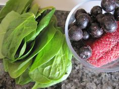 Low sugar spinach and mixed berry breakfast smoothie