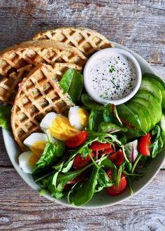 Fullkornsvafler med spinat, ost og hvitløk Breakfast Recipes, Snack Recipes, Snacks, One Pot Wonders, Spinach And Cheese, Bratwurst, Easy Salads, Biryani, Stew