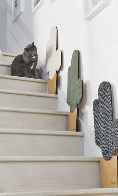 Classy furnitures for discerning cats. Mobilier chic pour chats exigeant.
