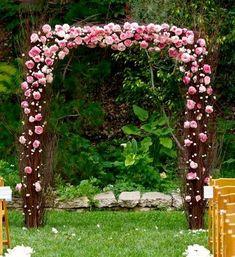 arcada din nuiele cu flori la cununia de pe pod