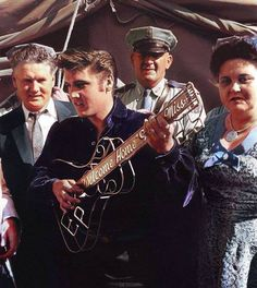 Oh Elvis……. I've never seen this picture in color before, but Elvis looks good. :)