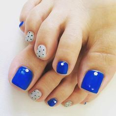 10 Easy Pedicure Designs for Spring - 101 NailDesign Flower Pedicure Designs, Pedicure Colors, Pedicure Nail Art, Toe Nail Art, Toe Nails, Nail Colors, Long Nail Designs, Pretty Nail Designs, Fall Nail Designs