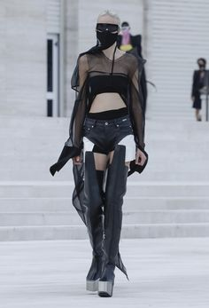 Rick Owens, Fashion Show, Fashion Trends, Ready To Wear, How To Wear, Sporty, Crop Tops, Womens Fashion, Collection