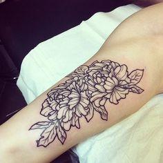 Placement, dessin, OUIIIII !!!! Contour extérieur du tattoo plus épais/noir... beau !