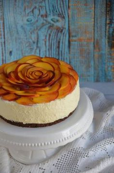 Barackos túrótorta sütés nélkül - rózsatorta Marscapone Dessert, Cake Recept, Smoothie Fruit, Cheesecake, Just Eat It, Mousse Cake, Sweet Cakes, Sweet Desserts, Cakes And More