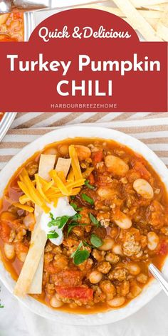 Warm up on a chilly day with this quick & delicious turkey pumpkin chili. Made with white beans, Rotel (or diced tomatoes), and ground turkey, it has the perfect spices to make it lip smacking good! And the best part? It's super fast to make! Easy Soup Recipes, Chili Recipes, Chicken Recipes, Dinner Recipes, Healthy Recipes, Meal Recipes, Dinner Ideas, Spicy Pumpkin Soup, Pumpkin Chili