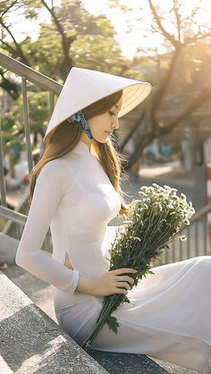 Beautiful Viêtnamese Girl in Vietnamese long dress: Ao-Dai Viêtnamese Vietnamese Traditional Dress, Vietnamese Dress, Traditional Dresses, Ao Dai, Vietnam Girl, Beautiful Asian Women, Asian Fashion, Asian Woman, Asian Beauty