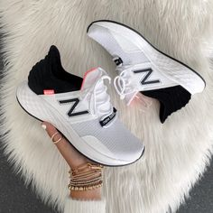 Uk Fashion, Fashion Games, Retro Fashion, Autumn Fashion, Fashion Looks, Black And Grey Outfits, Buy Sneakers, Leopard Print Sneakers, Athleisure Wear