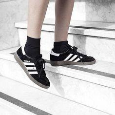 Mode muss man nicht immer verstehen, wie hier mit dem adidas 'Spezial', der eigentlich als Hallen-/Handballschuh vorhergesehen war. Hier entdecken und shoppen: http://sturbock.me/WRq