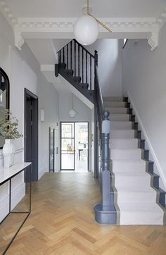 TRINITY LONDON, is a spacious 5 bedroom semi detached house in Wandsworth. The house has been extended and refurbished to an extremely high standard boasting tasteful interiors and open plan living spaces. Edwardian Hallway, Edwardian Haus, 1930s Hallway, Edwardian Staircase, Entrance Hall Decor, House Entrance, Entrance Halls, Hallway Decorations, Victorian House Interiors