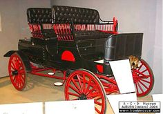 Haynes-Apperson Model A, voiture routière de 1901 La Haynes-Apperson Model A - motor carriage 4 pass, cette automobile ancienne fut construite en 1901 à 240 exemplaires vendue $1500 - moteur bicylindre développant 7cv c- carrosserie ouverte à 4 places.