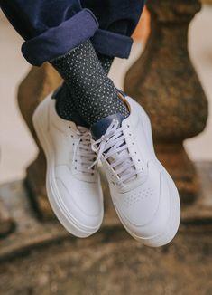 Baskets Pied de Biche Frisco V3 bleues marines et blanches #chaussures #baskets #pieddebiche #friscov3 #bleu #bleumarine #blanc #shoes #blue #navyblue #white Baskets, Bleu Marine, Sneakers, Shoes, Fashion, White People, Tennis, Moda, Slippers