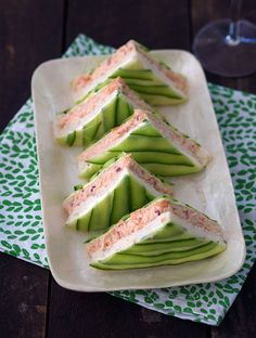 These chic Salmon and Cucumber Sandwiches are the perfect addition to an elegant high tea (bachelorette party finger foods) Tea Party Sandwiches, Cucumber Sandwiches, Salad Sandwich, Tea Sandwich Recipes, High Tea Recipes, Finger Sandwiches, Mini Sandwich Appetizers, Sandwich Buffet, Cold Sandwiches