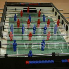 Egal an welchem Ort ein Kicker-Tisch steht, die Spieler haben viel Spaß und Trauben von Menschen beobachten sie. Gerne stellen wir Ihnen bis zu fünf Tische zur Verfügung.