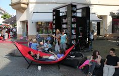 Vergnügliches Lesewohnzimmer zum Entspannen für alle... StadtLesen in Saarbrücken...