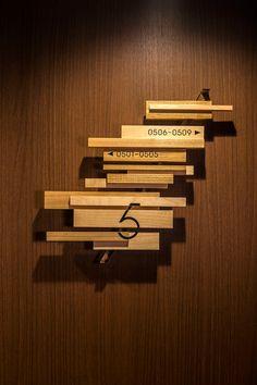 木場のアートサイン | 公益社団法人日本サインデザイン協会(SDA) Hotel Signage, Office Signage, Environmental Graphics, Environmental Design, Design Stand, Hotel Corridor, Changi Business Park, Wayfinding Signs, Directional Signs