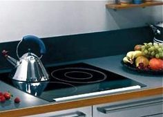 DDP Three Burner Induction photo - article compares 5 options for small, energy efficient cooktops. Micro Kitchen, Compact Kitchen, Kitchen And Bath, Kitchen Dining, Tiny House Living, Small Living, Small Appliances, Kitchen Appliances, Induction Stove