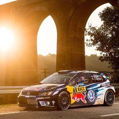 Volkswagen Polo WRC 2016 O piloto Sébastien Ogier e o navegador Julien Ingrassia são os campeões da temporada 2016 do World Rally Championship após vitória no Rally da Catalunha na Espanha nesse domingo. É quarto título seguido de Ogier na categoria. Ele superou nesta temporada o espanhol Dani Sordo que chegou a liderar a etapa em casa mas acabou sendo superado pelo francês no sábado. Ainda faltam duas etapas da Grã-Bretanha e da Austrália.  Parabéns campeões!  Classificação final do Rally…