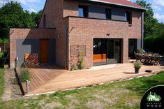 Terrasse Ipe de 70m² – Ambiance Wood Garage Doors, Wood, Outdoor Decor, Content, Home Decor, Gardens, Wood Construction, Balance Beam, Decoration Home