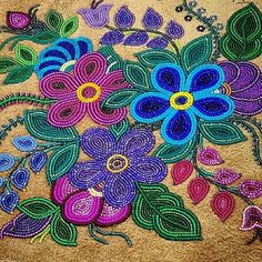 Such stunning beadwork by Judy Lafferty of Fort Good Hope. Those are traditional Cree/Ojibway flowers with the 5 petals. Indian Beadwork, Native Beadwork, Native American Beadwork, Powwow Beadwork, Native Beading Patterns, Beadwork Designs, Beading Projects, Beading Tutorials, Applique Patterns