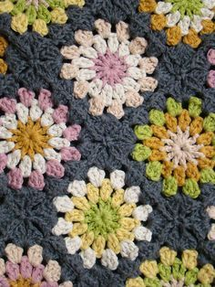Inspiration :: Soleil ~ crocheted by Lady Colori; no specific pattern, but not difficult to figure out   . . . .   ღTrish W ~ http://www.pinterest.com/trishw/  . . . . #crochet #afghan #blanket #throw