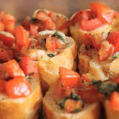 Essas bruschettas são perfeitas para receber os amigos em casa ou servir de entrada em um jantar.