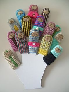 mimitrika shop: finger puppets / SO CUTE! Knitted Dolls, Crochet Dolls, Crochet Scarves, Crochet Yarn, Amigurumi Patterns, Crochet Patterns, Finger Puppets, Hand Puppets, Crochet For Kids