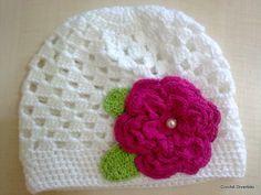 Gorrinho em crochê para meninas, feito em linha verão ou lã antialérgica, de acordo com a preferência da cliente. <br>Cores e tamanhos a combinar