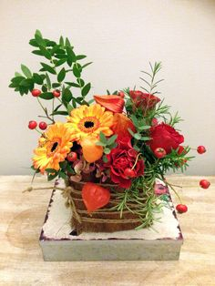Composition with toro roses, gerbera, rosa canina and hydragena